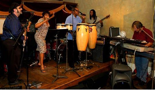 Royal Groove playing at Tressa's Saturday June 9th 2007.