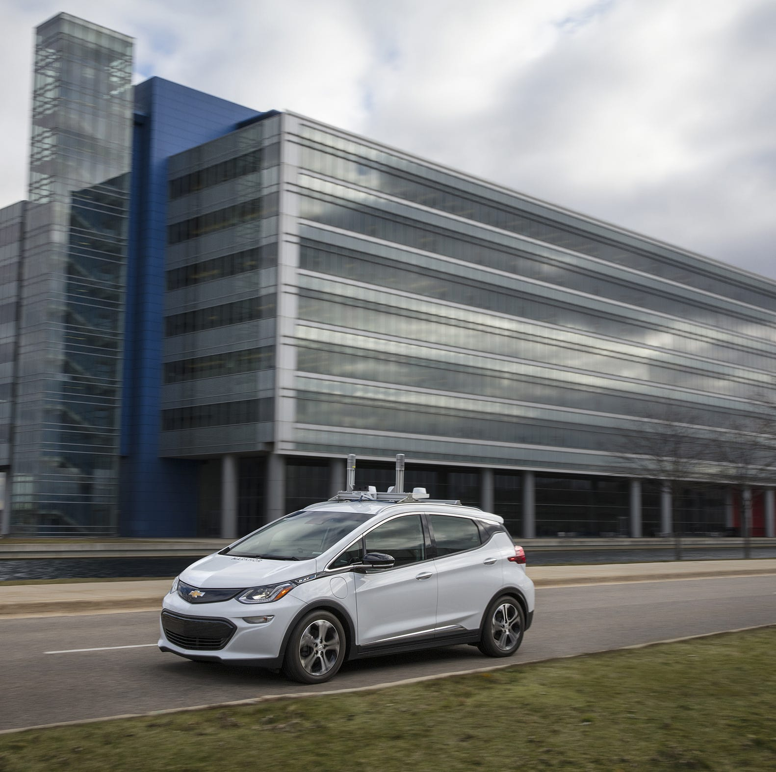 Here's how GM is leading the way as auto giants prep for a revolution