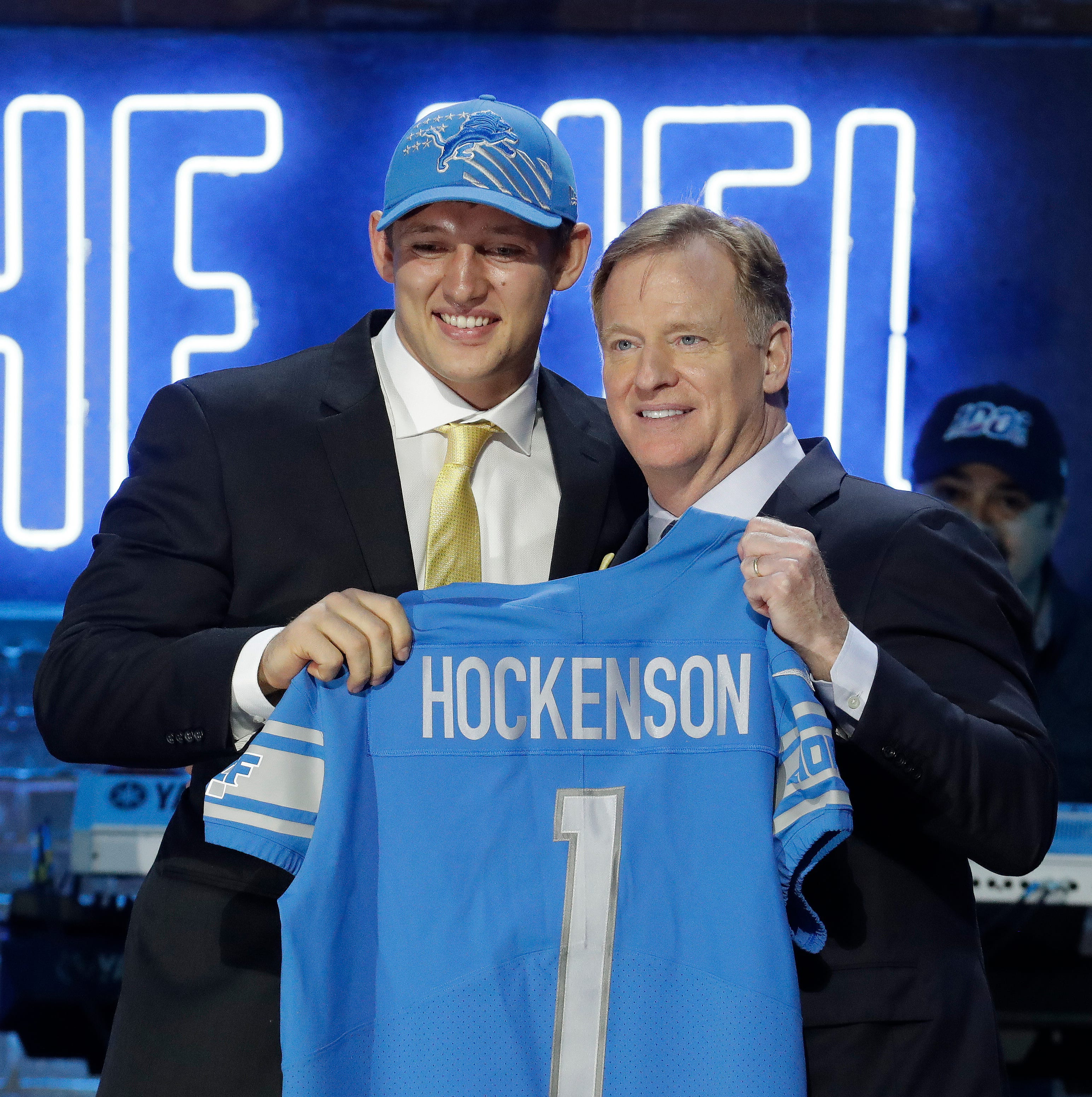 Lions haul in 'natural catcher' T.J. Hockenson with No. 8 pick