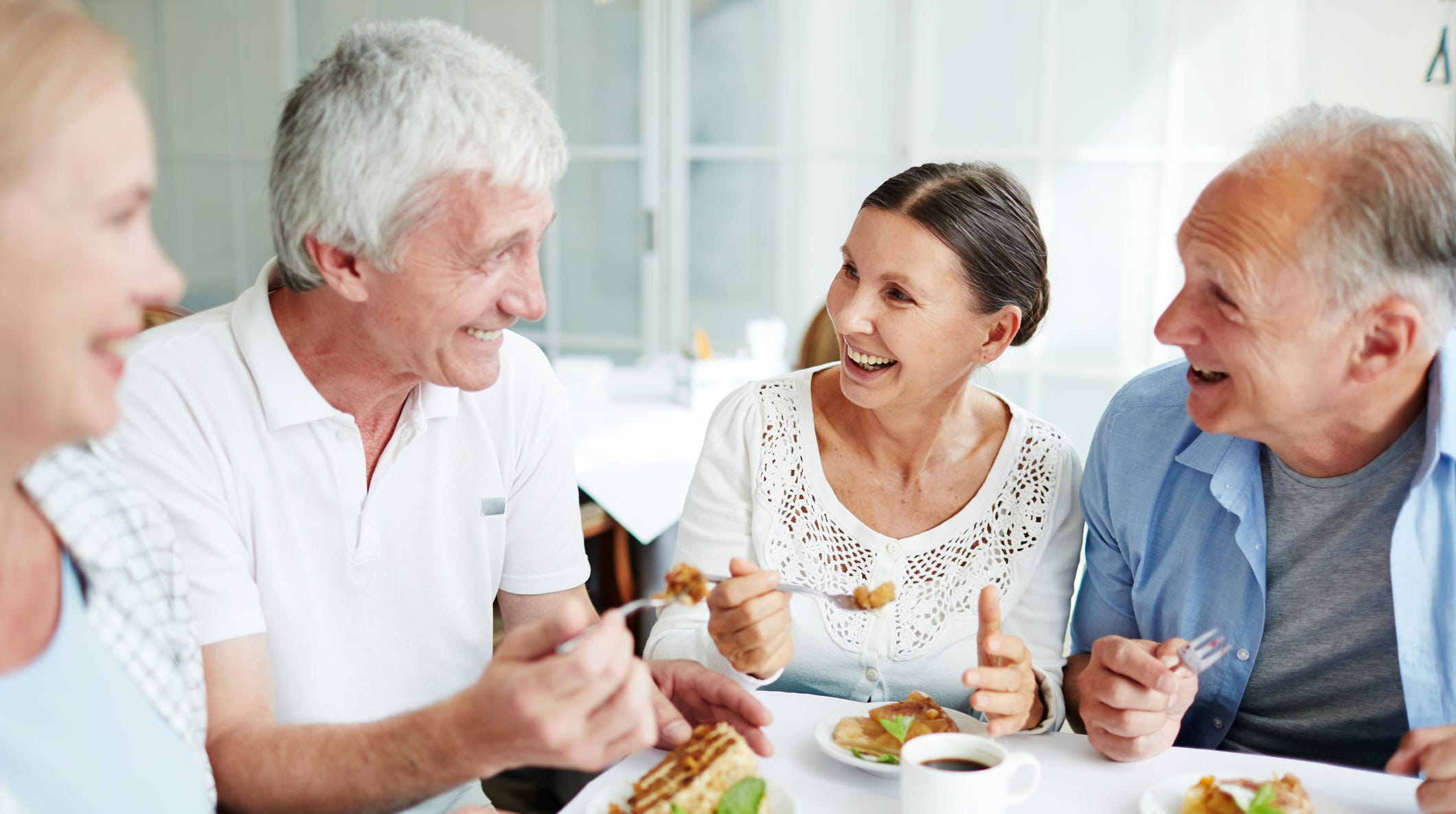 At Columbine's independent living communities, such as The Winslow, guests have access to full-service restaurant-style dining for breakfast and dinner, and can fill in the midday gap with snacks or lunch according to their preferences.