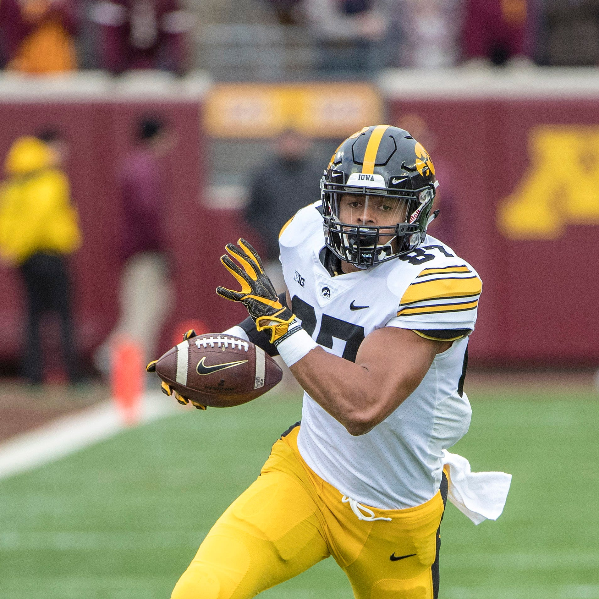 2019 NFL draft: Denver Broncos select Iowa tight end with first-round pick after trade