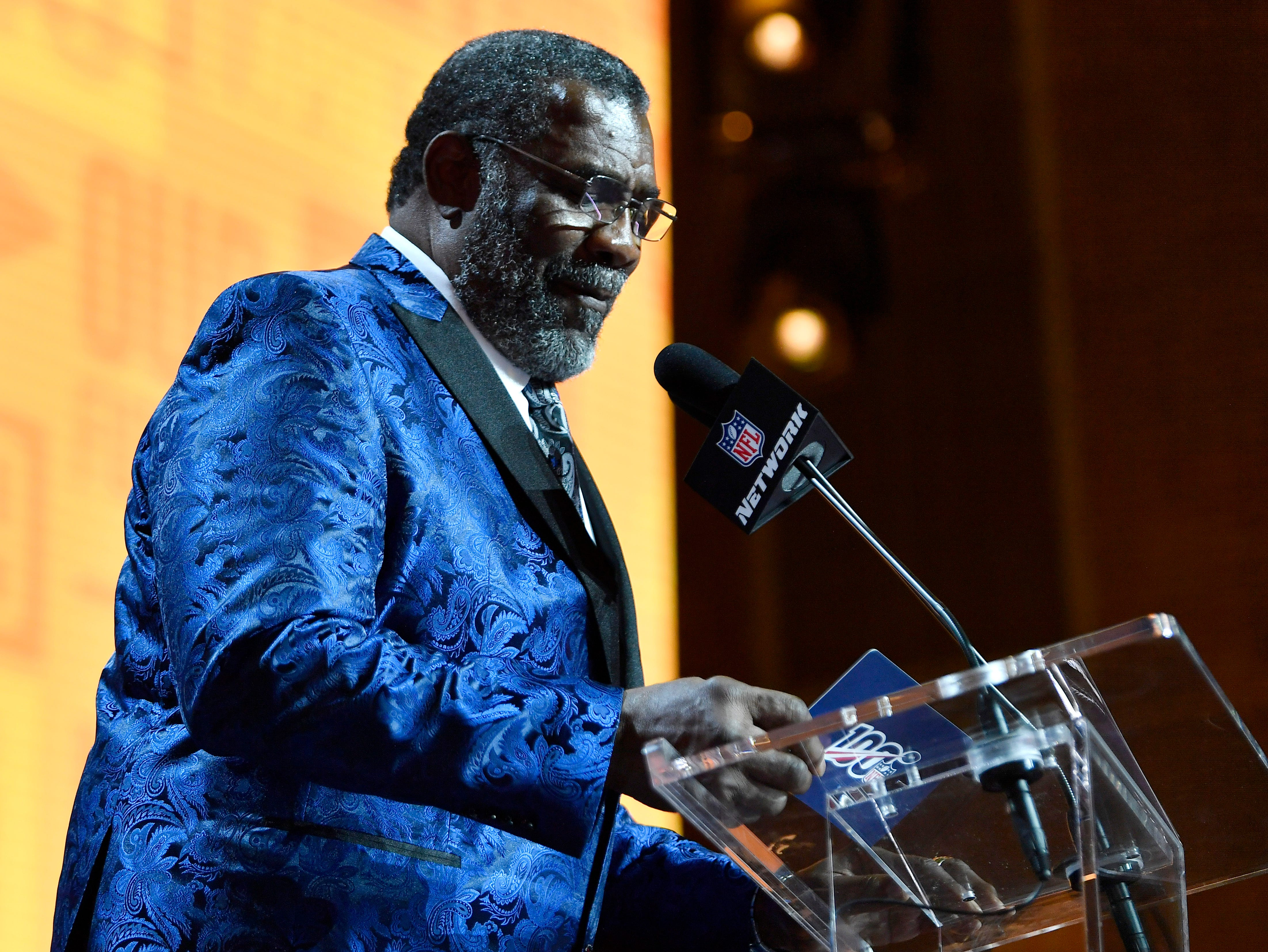 Former Pittsburgh Steelers great Joe Greene reads the team's pick during the first round of the NFL Draft Thursday, April 25, 2019, in Nashville, Tenn.