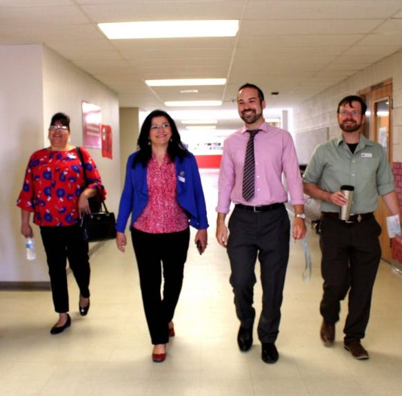 NM education secretary tours Lynn Middle School in Las Cruces