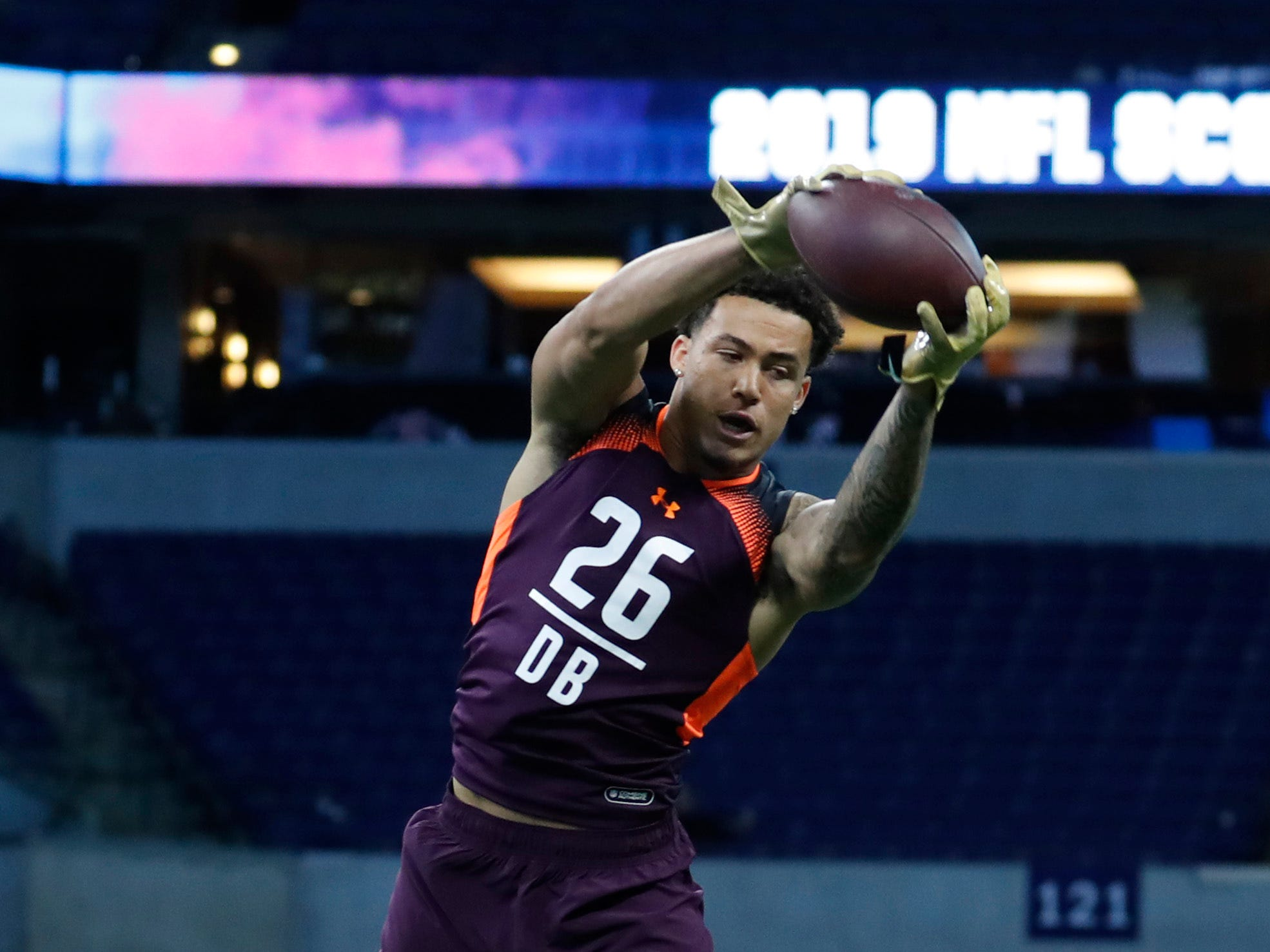 Mar 4, 2019; Indianapolis, IN, USA; Washington defensive back Byron Murphy (DB26) goes through workout drills during the 2019 NFL Combine at Lucas Oil Stadium. Mandatory Credit: Brian Spurlock-USA TODAY Sports