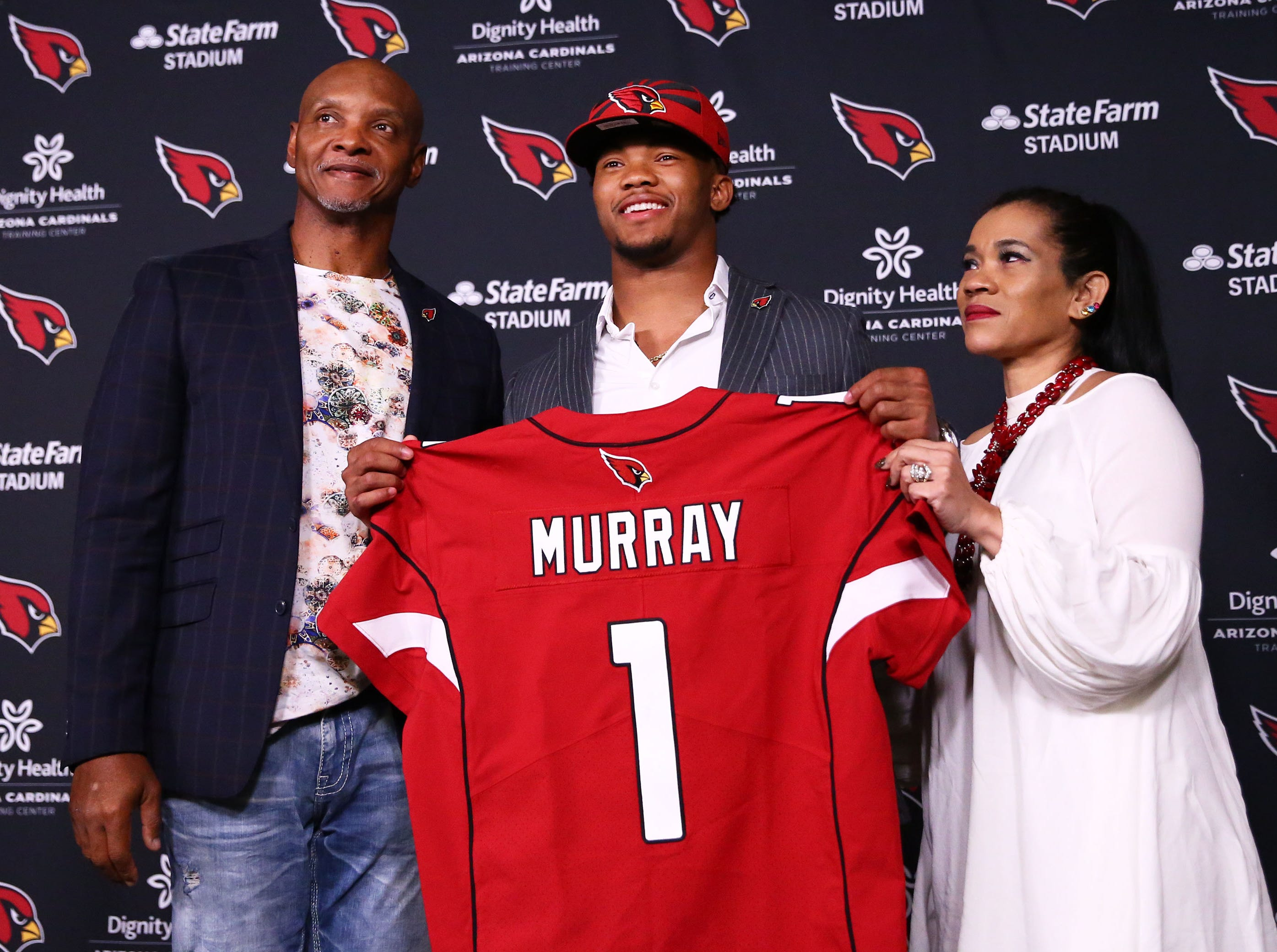 Cardinals first-round draft pick Kyler Murray poses with his parents Kevin and Missy Murray during a news conference on April 26.