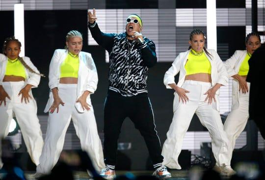 Daddy Yankee actúa en los Premios Bilboard Latino.