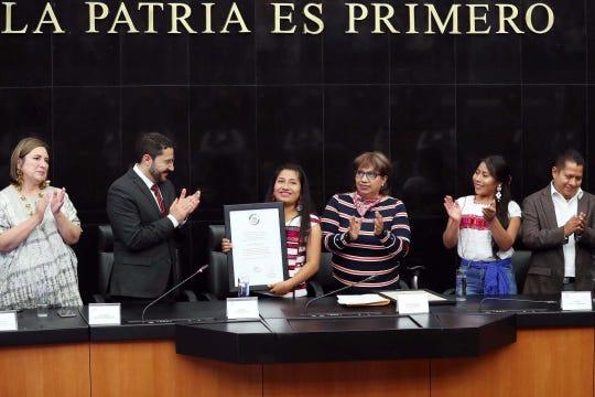 Yalitza y Nancy fueron reconocidas por el apoyo a la preservación de las lenguas indígenas.