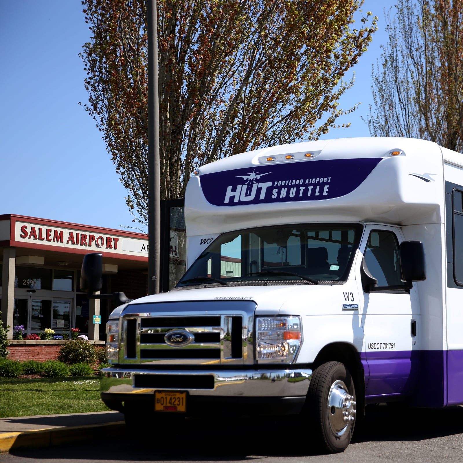 Hut Airport Shuttle files for Chapter 11 bankruptcy, poised to sell for $2.5 million