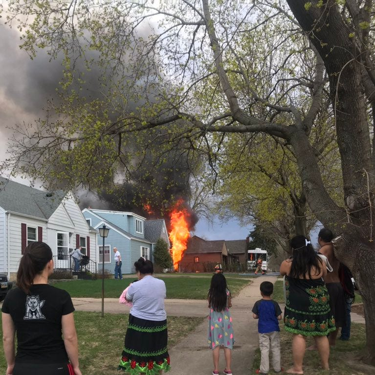 No one injured in central Sioux Falls garage fire