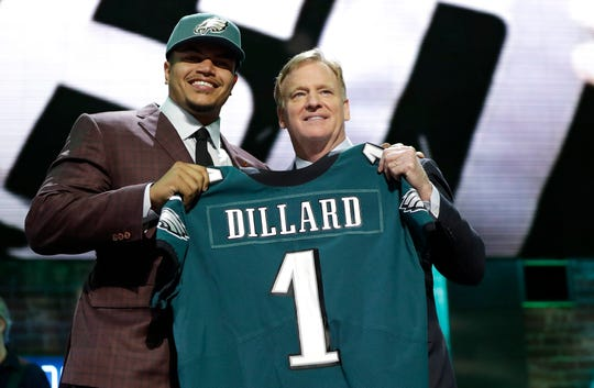 Washington State tackle Andre Dillard poses with NFL Commissioner Roger Goodell after the Philadelphia Eagles selected Dillard in the first round at the NFL football draft, Thursday, April 25, 2019, in Nashville, Tenn. (AP Photo/Mark Humphrey)