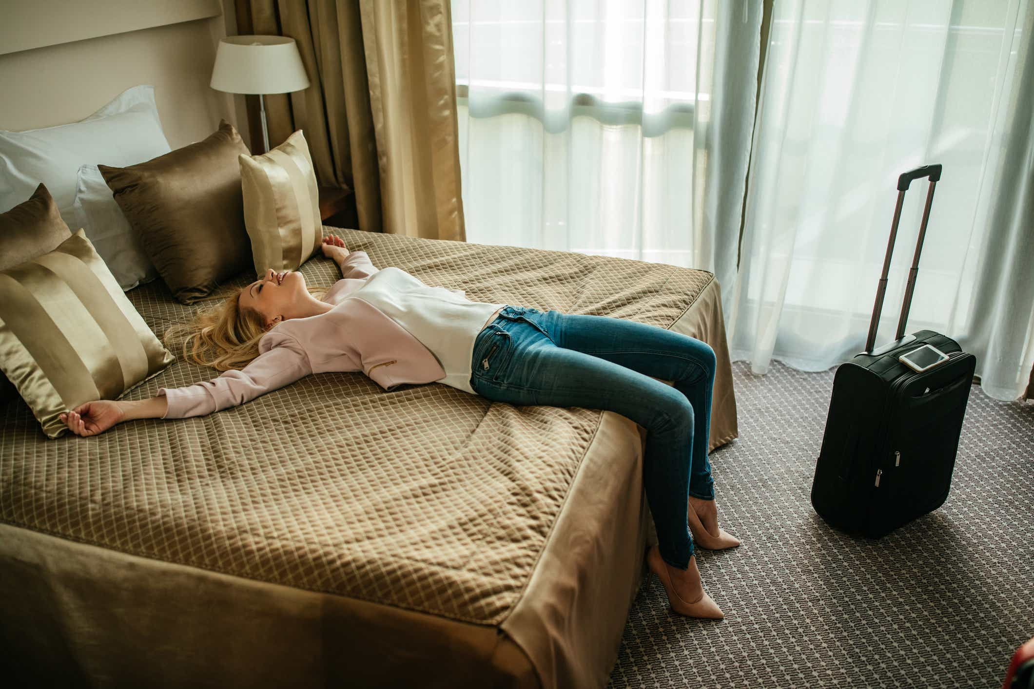 b86c8939d99 10 things you should always have in your hotel room - Reviewed Home ...