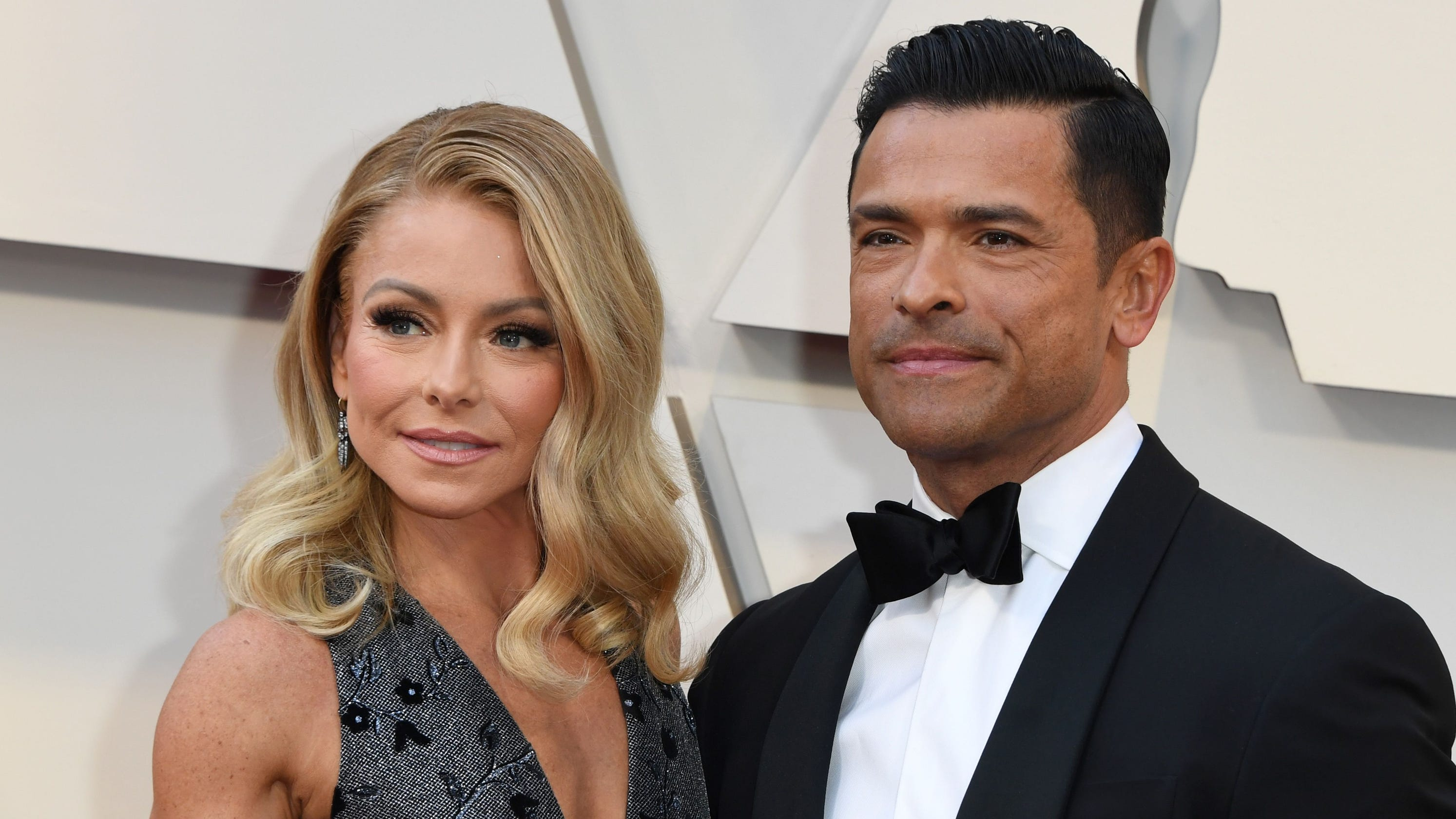 Kelly Ripa shares Mark Consuelos honeymoon picture 23 years later