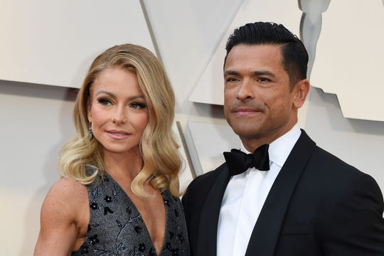 Kelly Ripa and Mark Consuelos at the Academy Awards on Feb. 24, 2019.