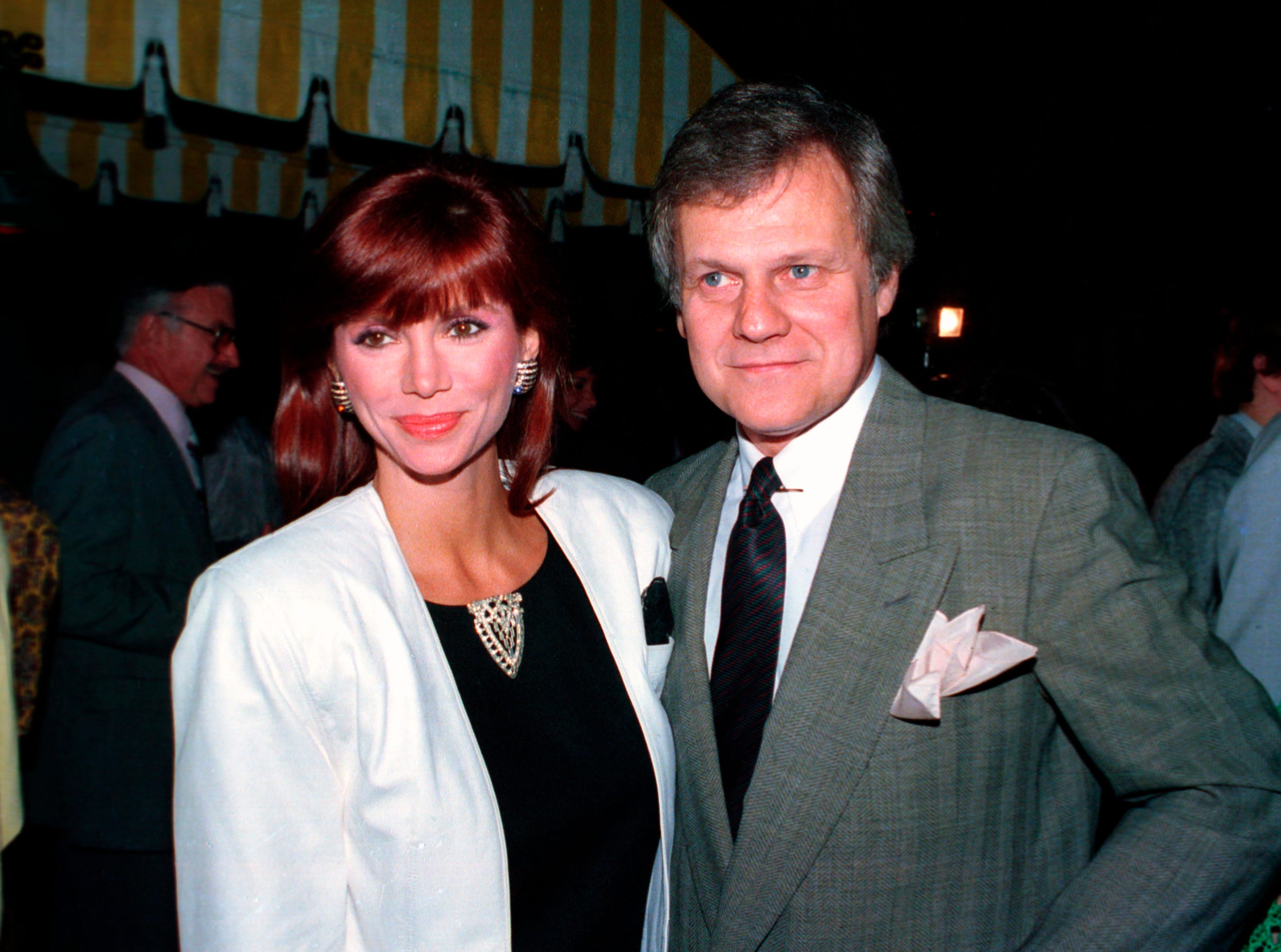 """This June 13, 1986 file photo shows actress Victoria Principal, left, and actor Ken Kercheval, co-stars of the popular TV-show """"Dallas."""" Kercheval, who played Cliff Barnes on the hit TV series """"Dallas"""" has died at age 83. Agent Jeff Fisher said Kercheval died Easter Sunday in Clinton, Ind."""