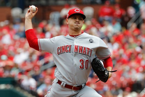 Cincinnati Reds starting pitcher Tyler Mahle (30) throws during the first inning against the St. Louis Cardinals at Busch Stadium.