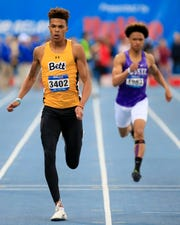 Bettendorf's Darien Porter wins the Boys 400 meter dash with a time of 47.94 at the Drake Relays Friday, April 26, 2019.