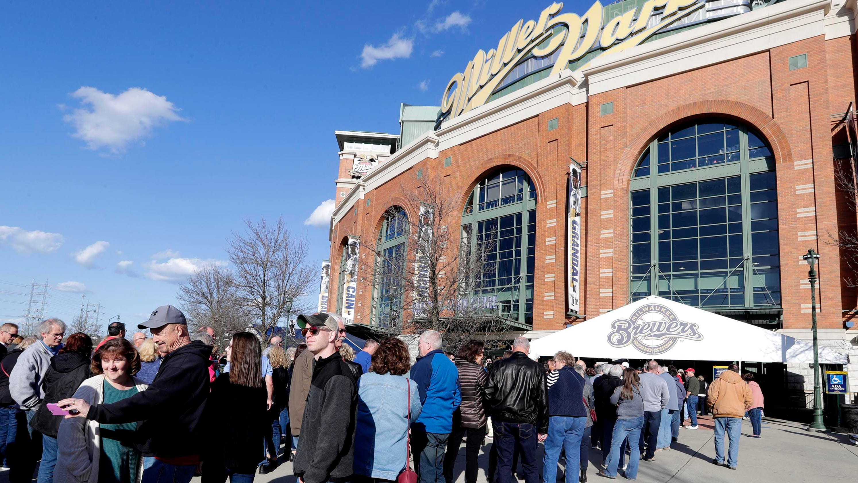 Report Brewers Top Prospect Keston Hiura Recalled From