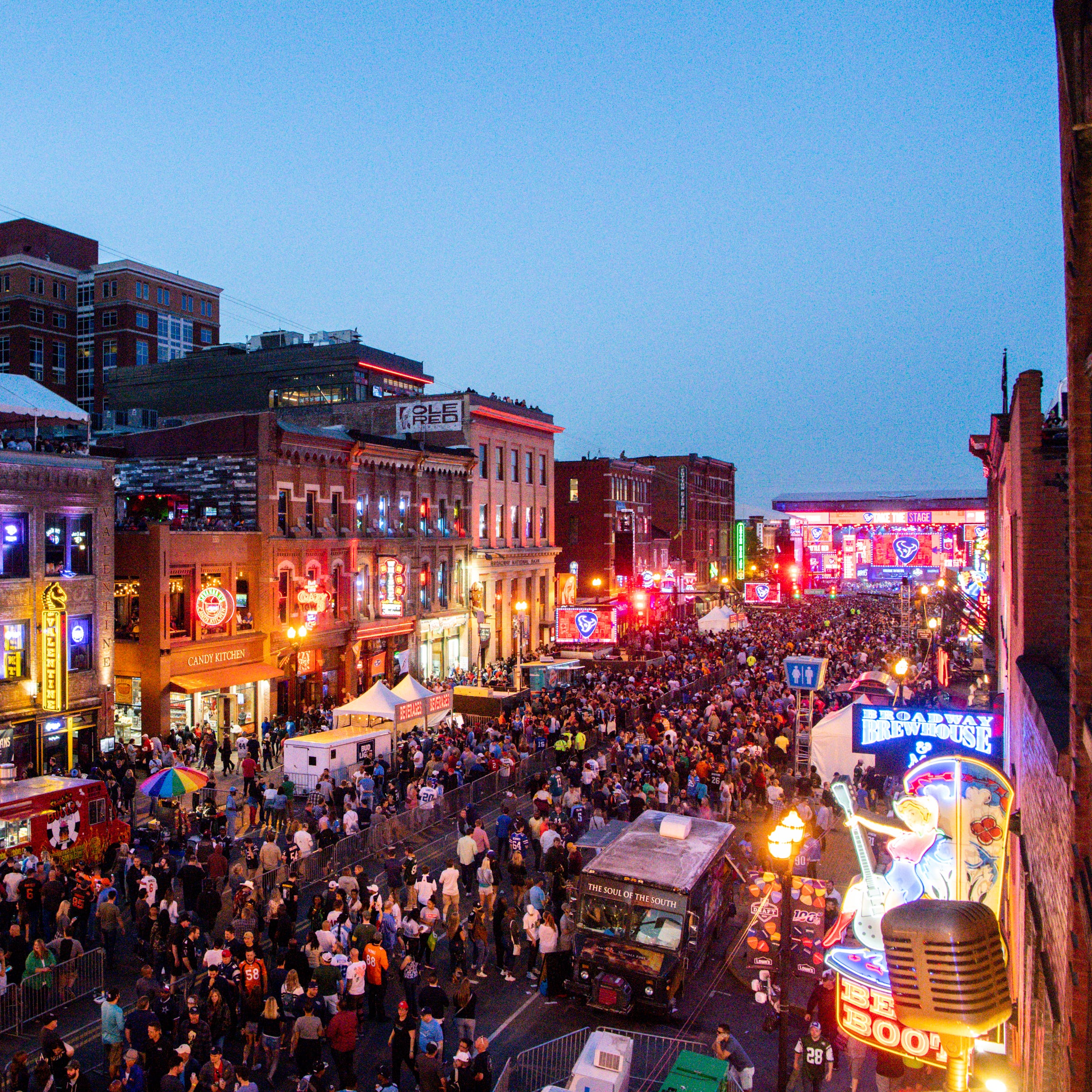 NFL Draft today, Super Bowl tomorrow? Nashville keeps dreaming