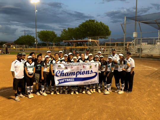 The Oñate softball team clinched the District 3-5A championship with a doubleheader sweep against Gadsden on Friday.