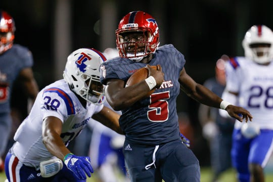 Devin Singletary #5 of the Florida Atlantic Owls runs with the ball against Darryl Lewis #38 of the Louisiana Tech Bulldogs during the second half at FAU Stadium on October 26, 2018 in Boca Raton, Florida.