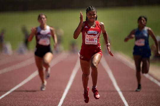 Hirschi's Breonna Campbell wins her 100 prelim heat at the Region I-4A Meet at Lowrey Field.