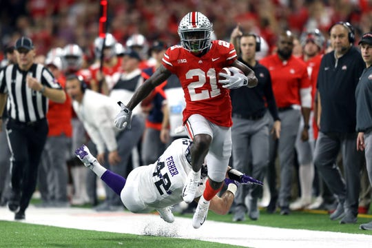 Dec 1, 2018; Indianapolis, IN, USA; Ohio State Buckeyes wide receiver Parris Campbell (21) breaks a tackle against Northwestern Wildcats linebacker Paddy Fisher (42) in the second half in the Big Ten conference championship game at Lucas Oil Stadium.