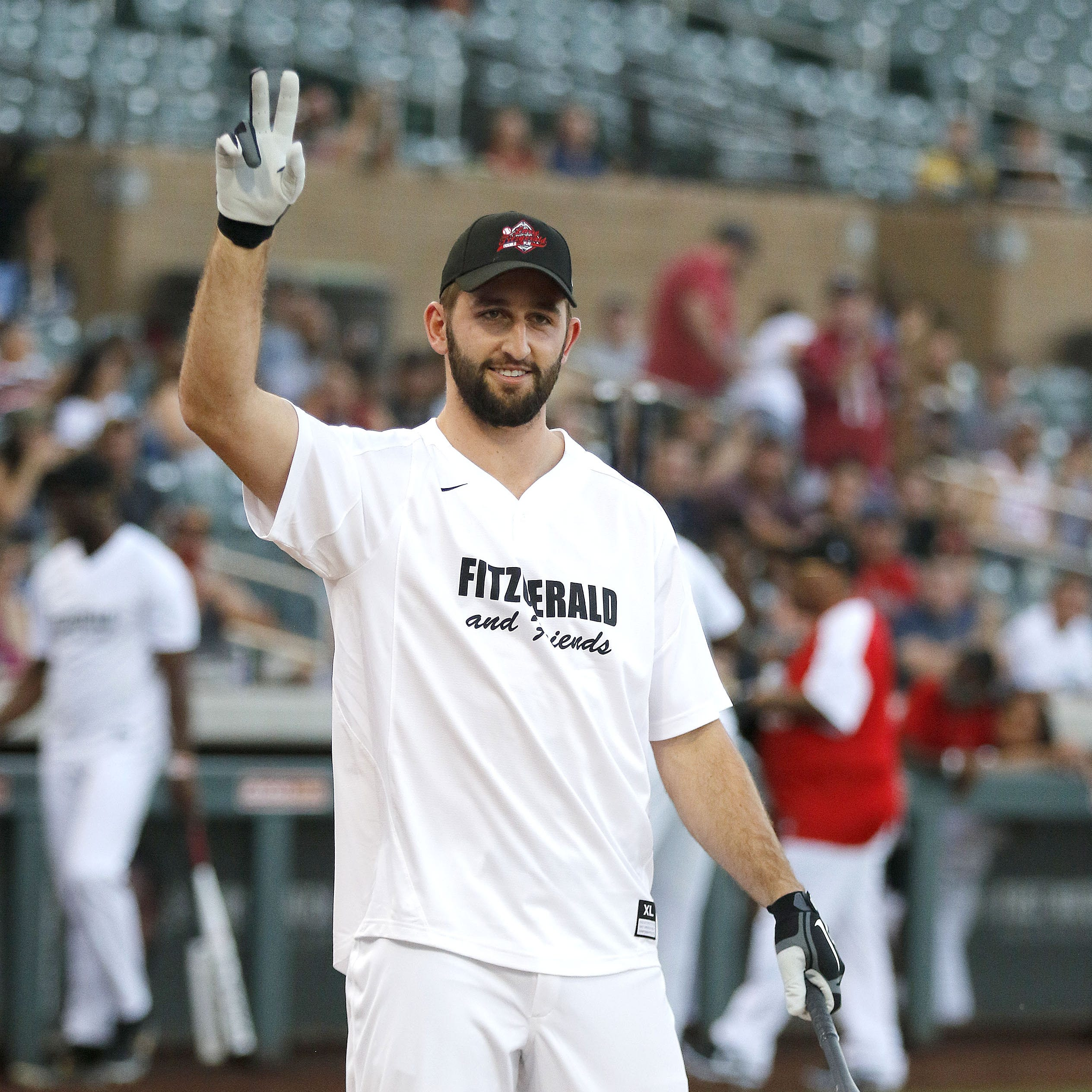 Josh Rosen receives standing ovation before winning HR derby, thanking fans at Larry Fitzgerald's softball game