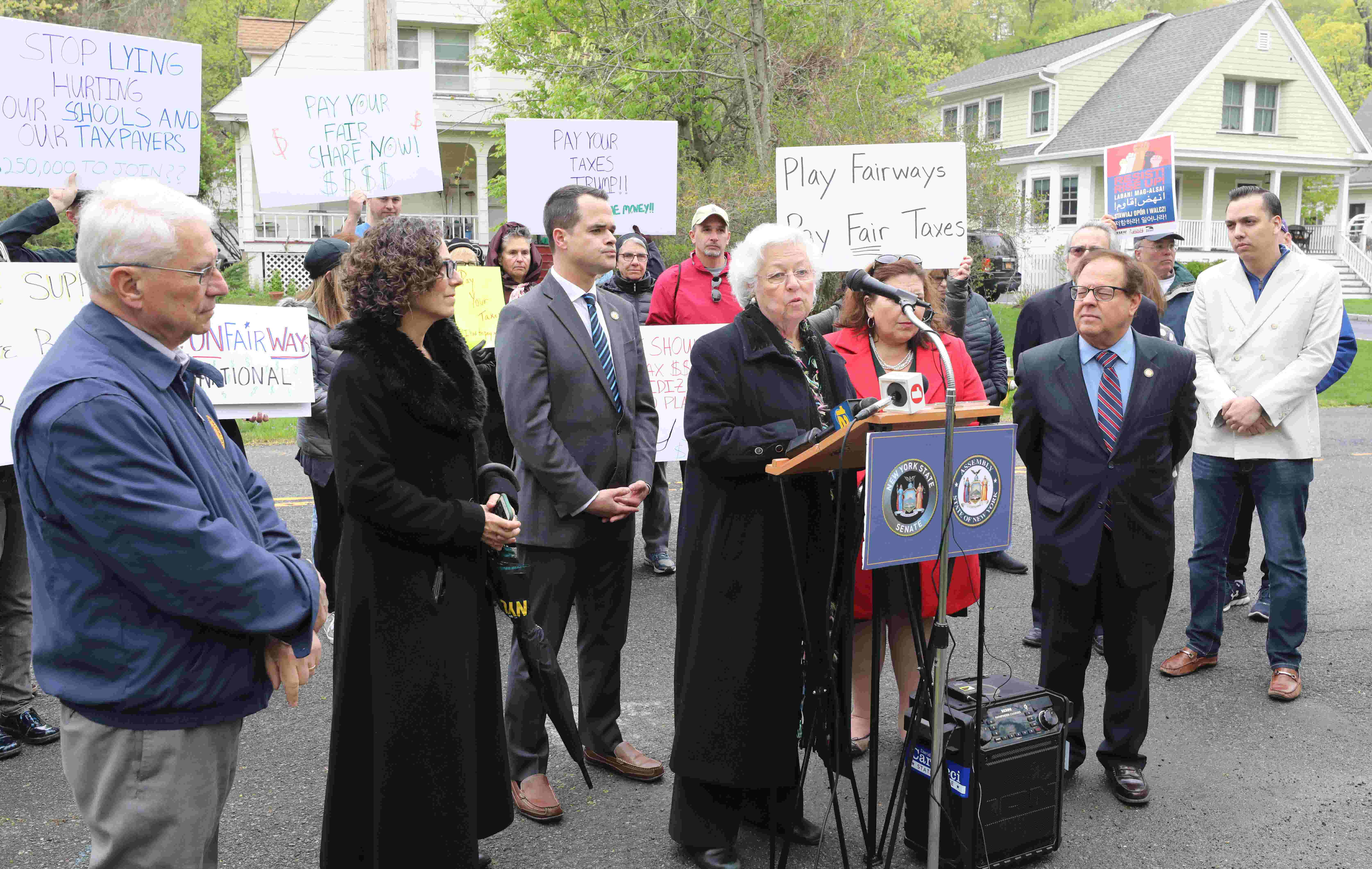e091bf2cd0a Rally at Trump National Golf Club in Briarcliff Manor focuses on bill to  limit tax cuts