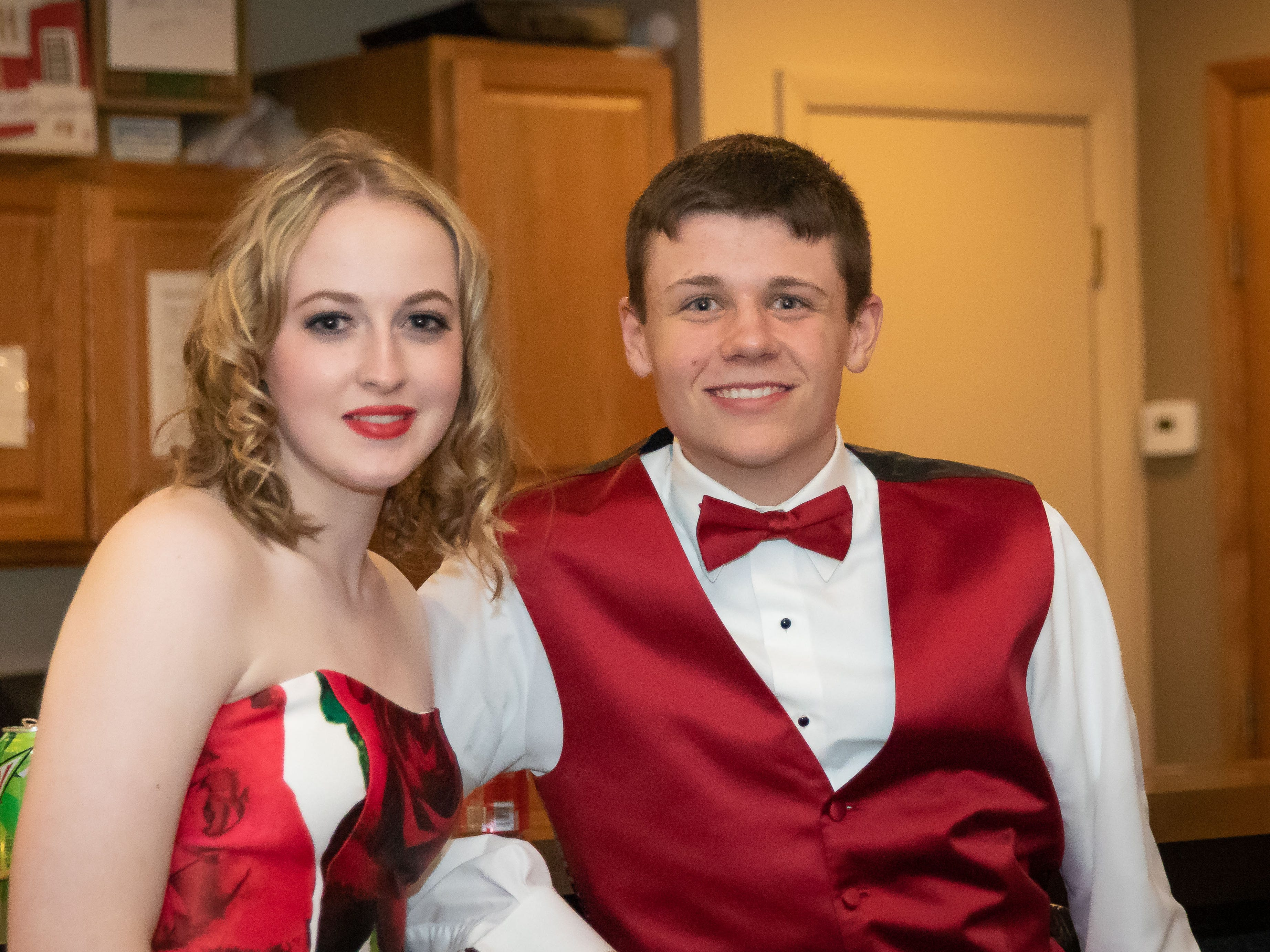 The John Edwards High School prom was held Saturday, April 27, 2019, at the Wisconsin Rapids Elks Club.