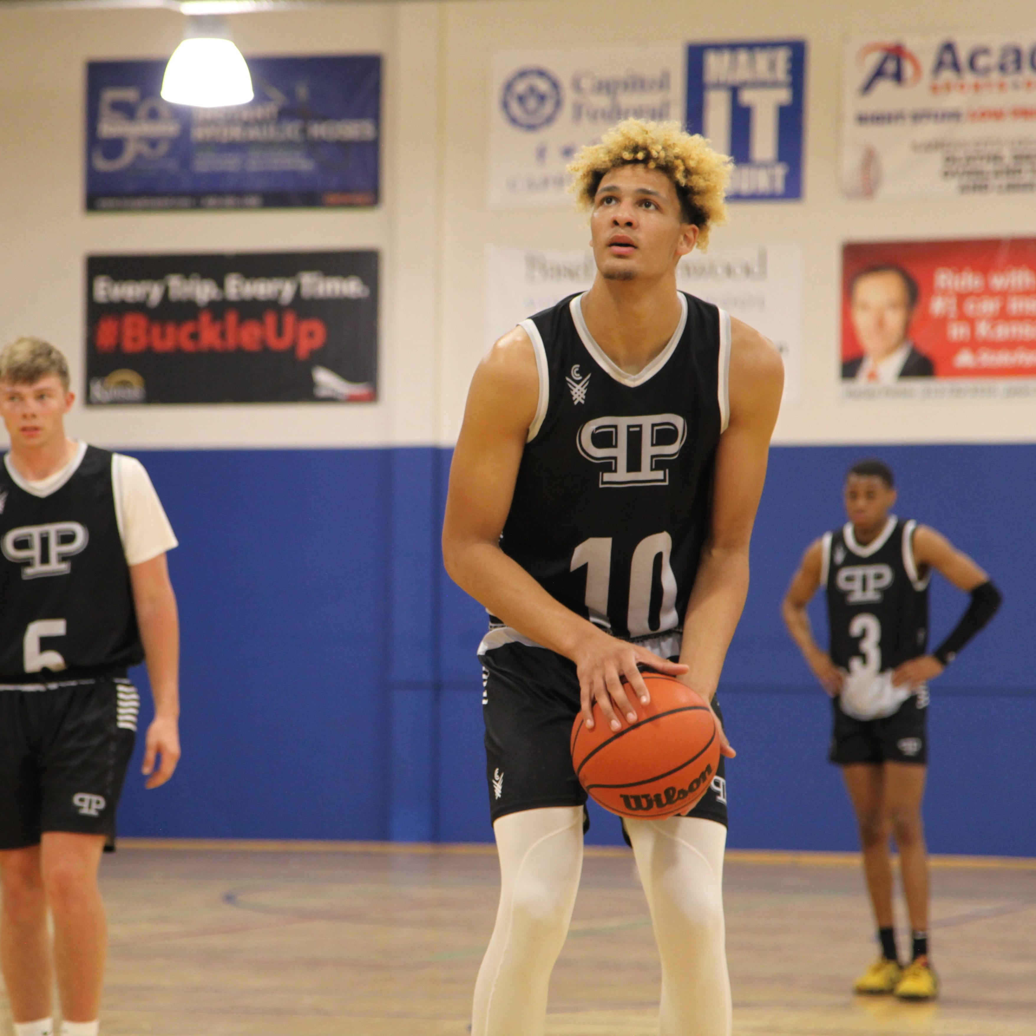 Harrison Barnes, Marcus Paige ... Xavier Foster? Is Oskaloosa's 7-footer Iowa's next blue-blood product?