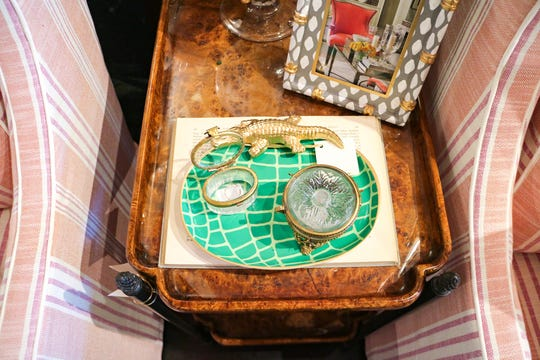 Use trays and vintage boxes to organize and style your trinkets with style.