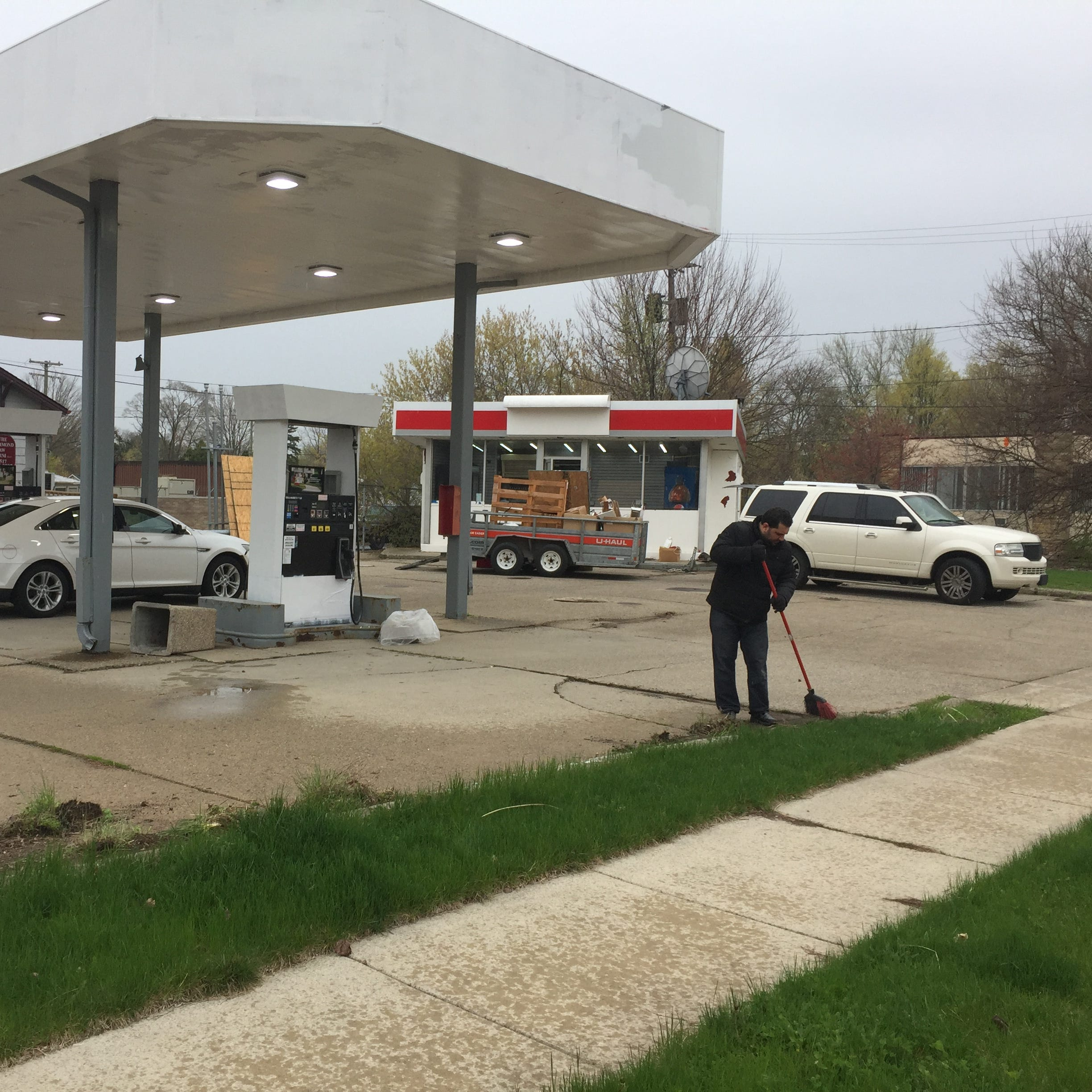 Owner on tight deadline to rehab closed Howell gas station declared 'dangerous'