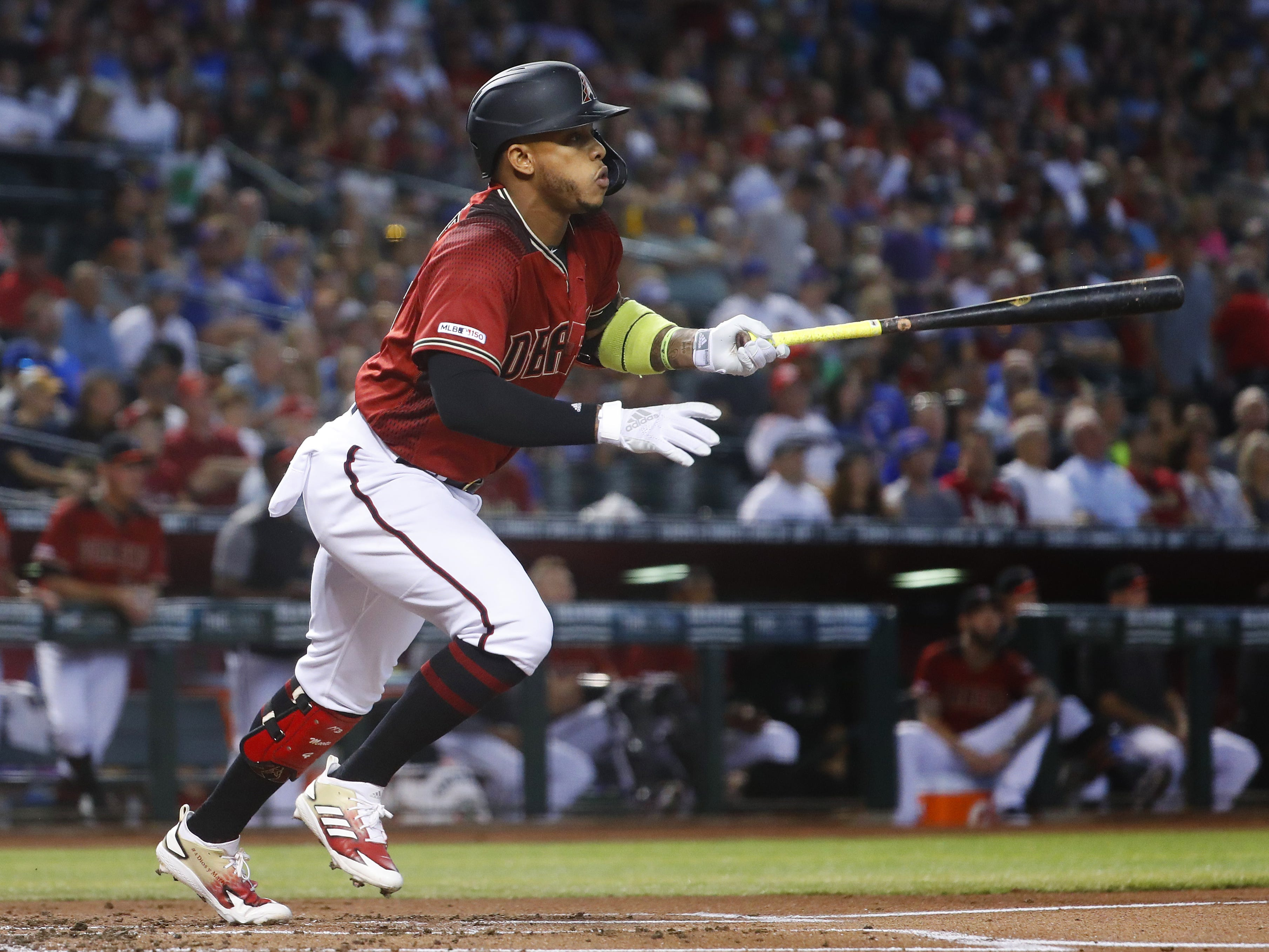 Diamondbacks' Ketel Marte (4) runs out of the batters' box against the Cubs during the first inning at Chase Field in Phoenix, Ariz. on April 28, 2019.