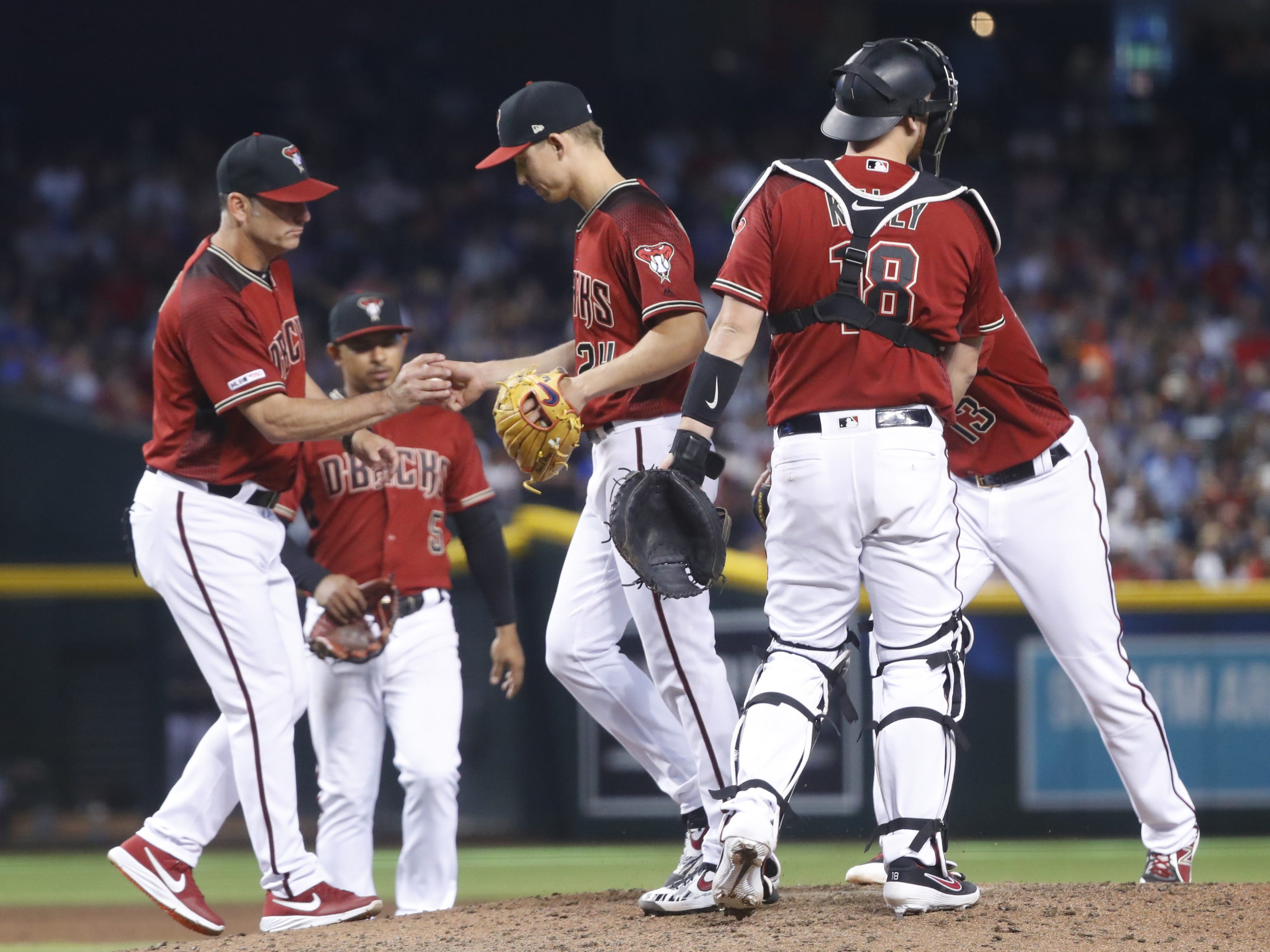 Diamondbacks' manager Torey Lovullo (17) pulls Luke Weaver (24) from the mound in a game against the Cubs at Chase Field in Phoenix, Ariz. on April 28, 2019.