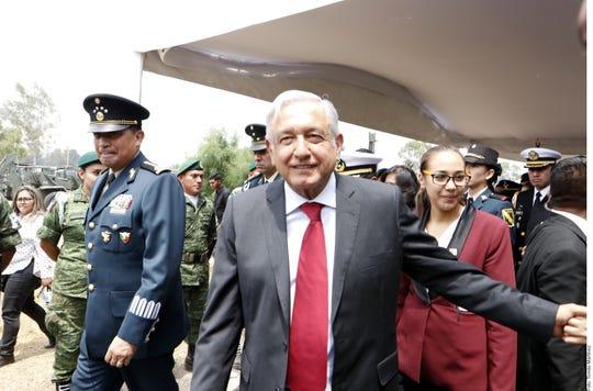 """""""Estoy seguro que se va a cumplir en tiempo, en forma, que vamos a estar inaugurando este nuevo aeropuerto, ese es el compromiso"""", dijo AMLO sobre el aeropuerto de Santa Lucía."""