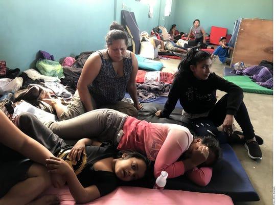 Familias migrantes esperan en Chiapas por respuestas de autoridades mexicanas.