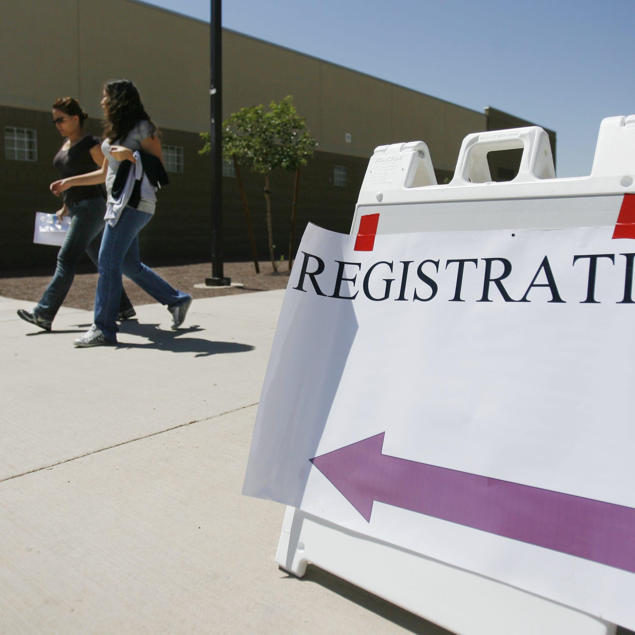 Estos Distritos Escolares de Arizona podrían estarle pidiendo ID de manera ilegal a los padres