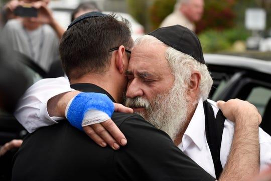 En el lugar se llevaba a cabo un servicio religioso, en el último día de la Pascua judía.