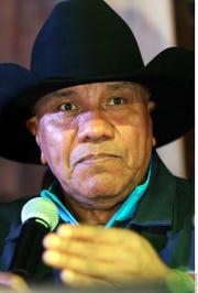 Lupe Esparza le envió una carta a Ramiro Delgado.