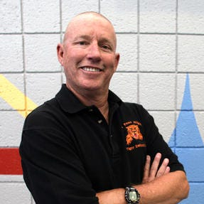 Dow Farley calling it a career as swim coach at El Paso High, enters Hall of Fame