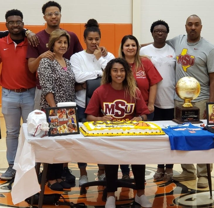 Burkburnett's Eternity Jackson signs to play basketball at Midwestern State