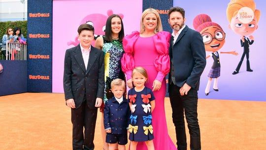 Kelly Clarkson's son is unaware that she's famous