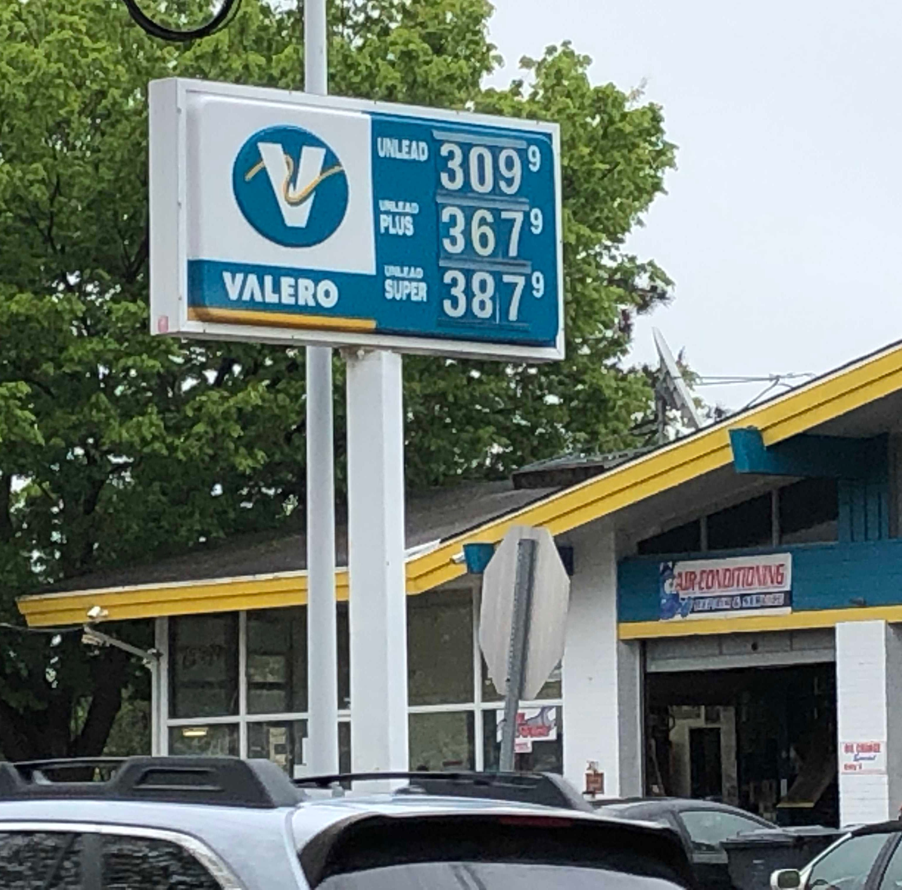 NJ gas prices heading to $3 a gallon, and this is what to expect next