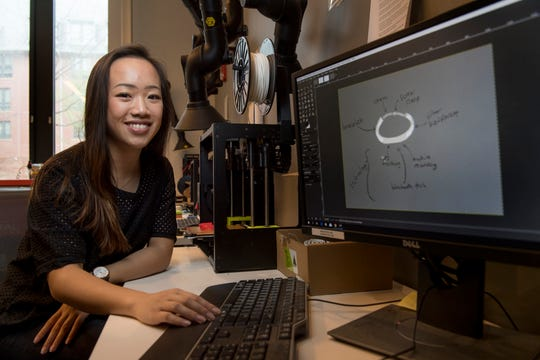 Annie Zhang (SAS'19) works with 3-D printer in Honors College innovation lab
