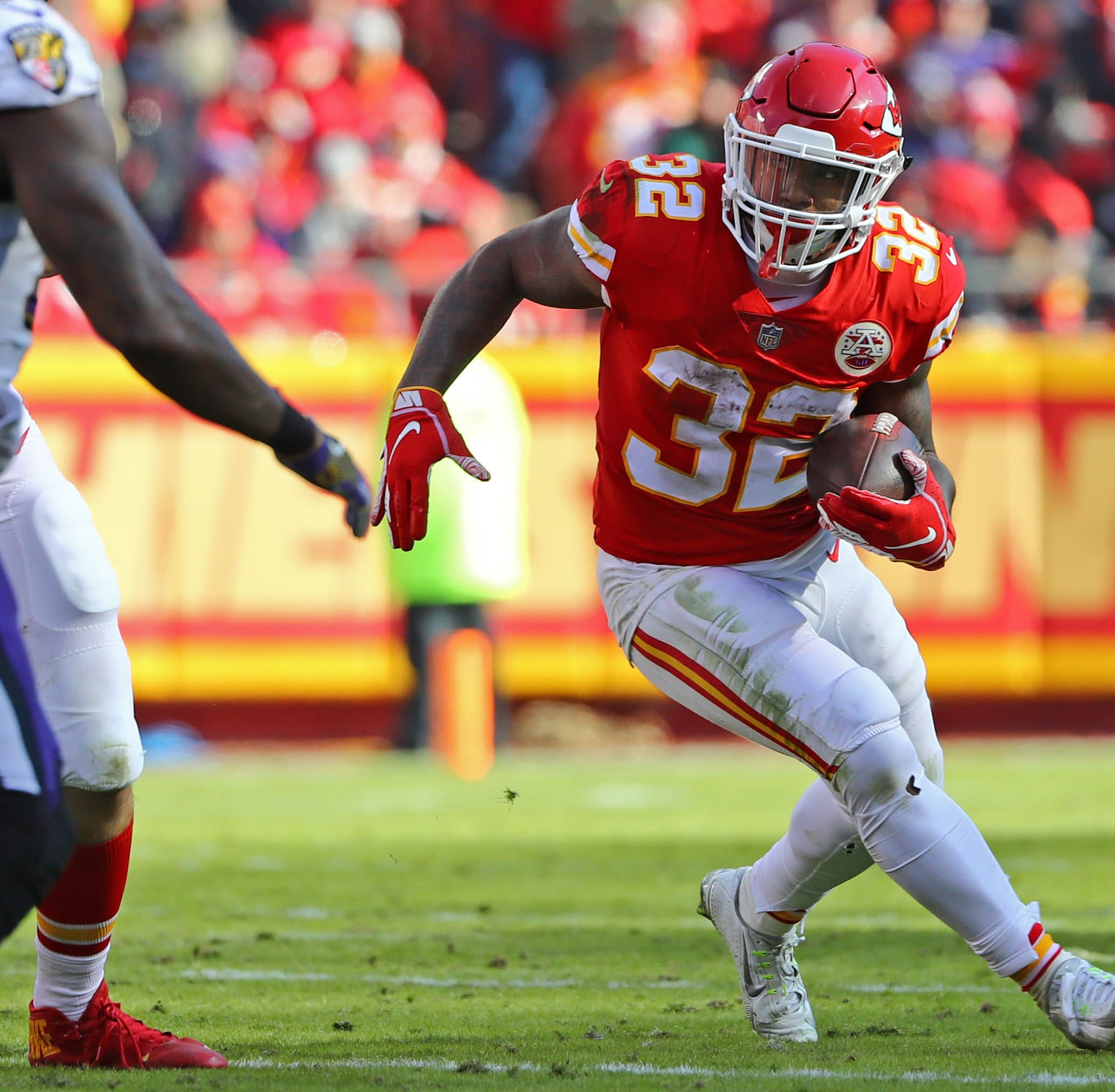 Colts add veteran Chiefs running back Spencer Ware to offense