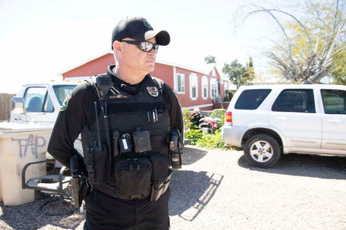 Glendale Police Officer Chuck Buffington visits a home in Granada Estates. Buffington is trying to clean up the neighborhood.
