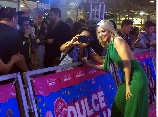 "Fernanda Castillo acudió a la premier de ""Dulce Familia""."