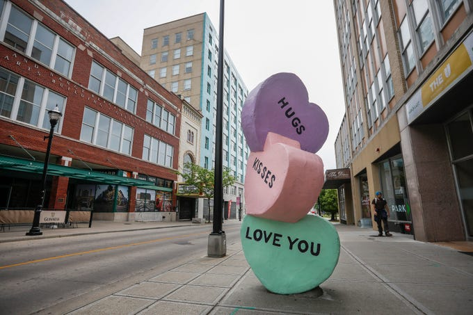 """""""Sweethearts"""" by Craig Gray is located on Park Central East."""