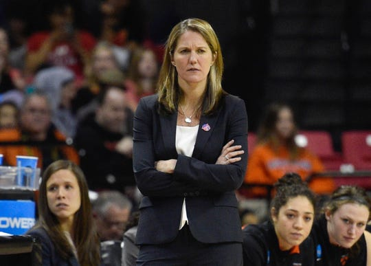 Courtney Banghart coaches the Princeton Tigers during the 2015 NCAA tournament.