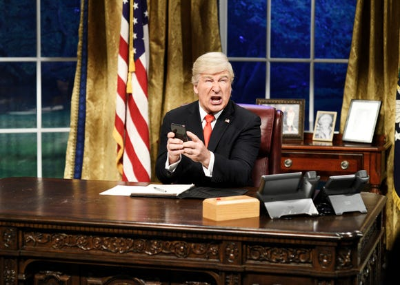 'SNL': Alec Baldwin's Trump sings Queen for the last cold open of the season